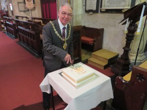 The Mayor cutting the cake